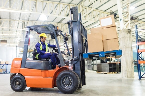 GettyImages-829782674-forklift-600x400-min